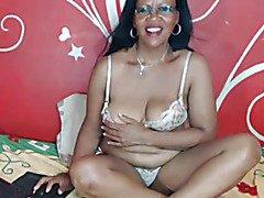 Black mature webcam by bomgascams.com