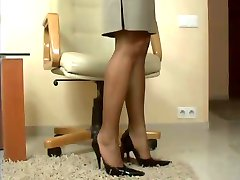 mature nylon footjob