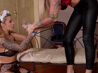 xxxreddit com - Lesbians playing with dildo