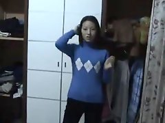 Amateur Chinese couple first time making home sex video